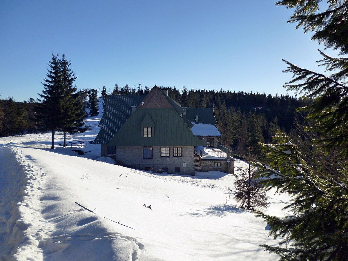 Schronisko PTTK na Przehybie zimą